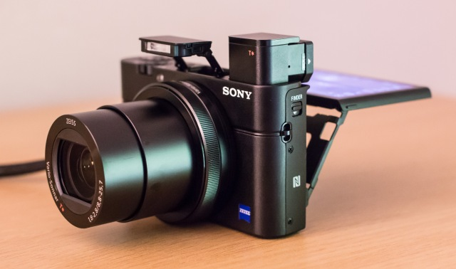 Sony_RX100_III_Physical_Features.jpg